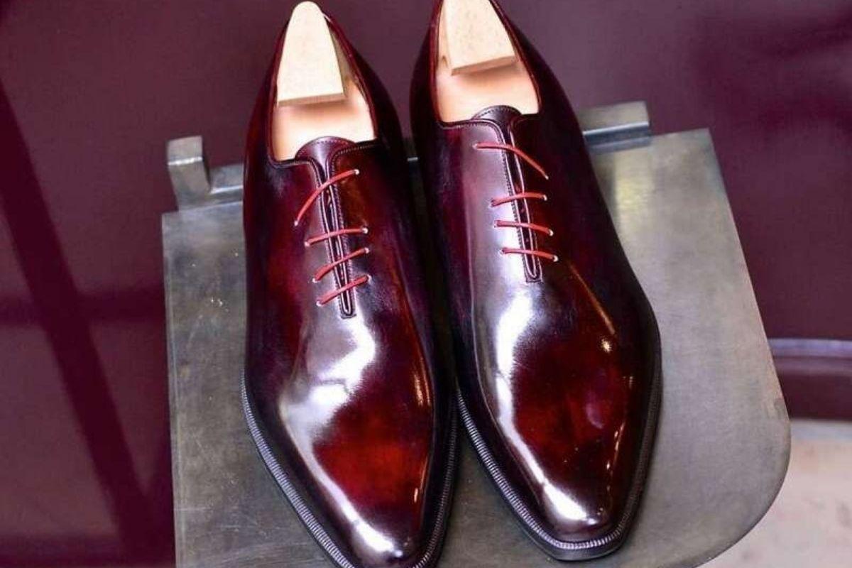 Τα Κορδόνια Παπουτσιών στο Παρελθόν & στο Παρόν