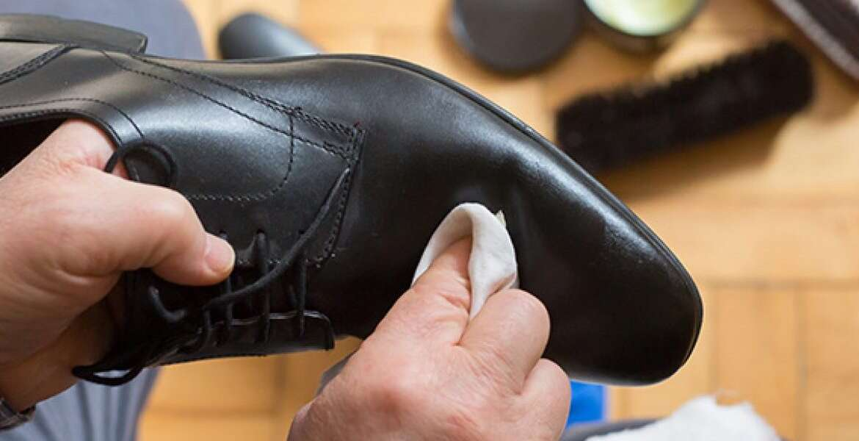 Αφαίρεσε Αποτελεσματικά το Κερί από τα Παπούτσια σου.