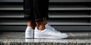 πως καθαρίζω λευκά sneakers