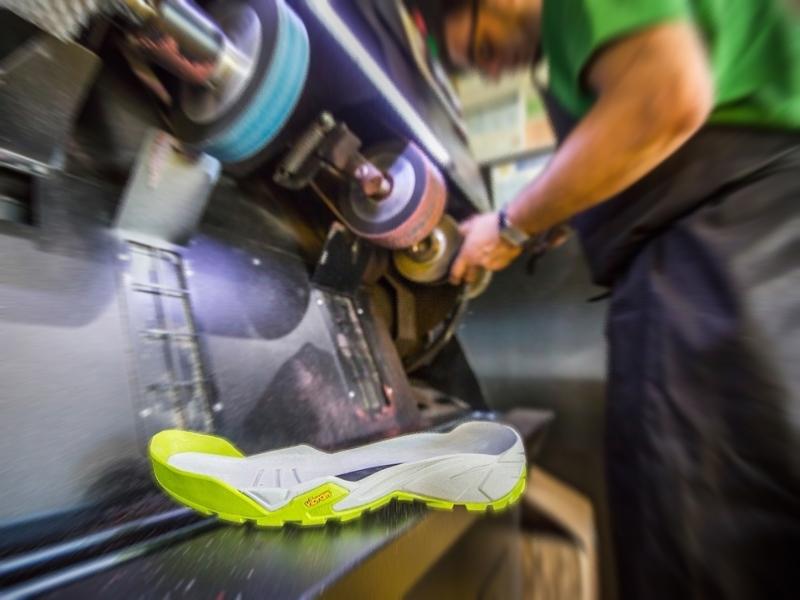 Αλλαγή σόλας vibram σε αθλητικά παπούτσια